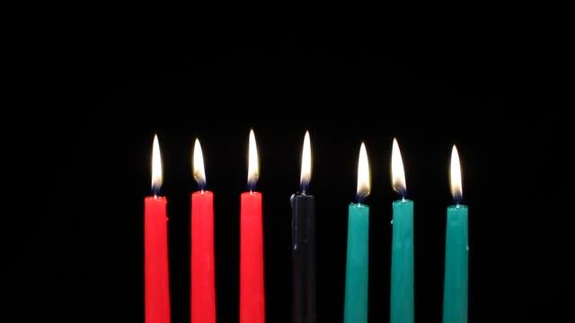 Kwanzaa velas en primer plano - vídeo