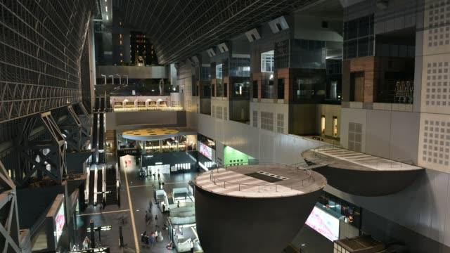 京都駅、京都、日本。 - 建物の正面点の映像素材/bロール