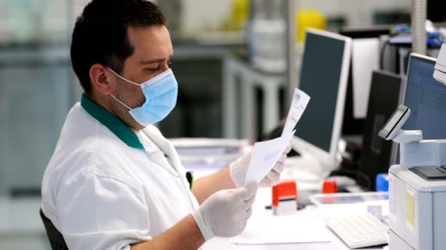 lab technician at work - covid ospedale video stock e b–roll