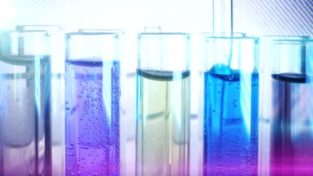 laboratorieutrustning. laborativt experiment - test tube bildbanksvideor och videomaterial från bakom kulisserna