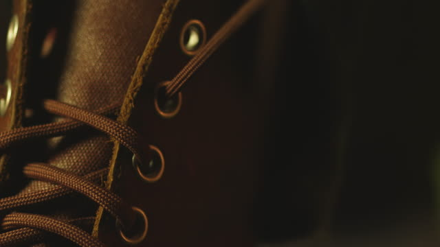 Lacing a canvas boot