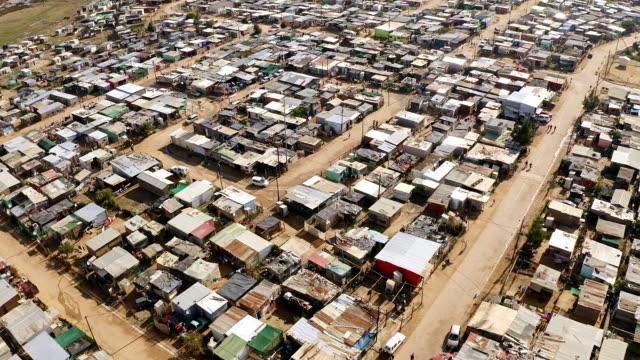 vídeos y material grabado en eventos de stock de la falta de acceso a los servicios básicos es lo que causa pobreza - aldea