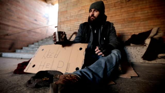 Lady helping homeless man video