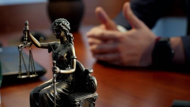 vidéos et rushes de dame justice ou iustitia la déesse romaine de la justice - notaire