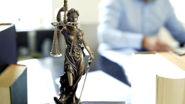 lady justice staty - dom bildbanksvideor och videomaterial från bakom kulisserna