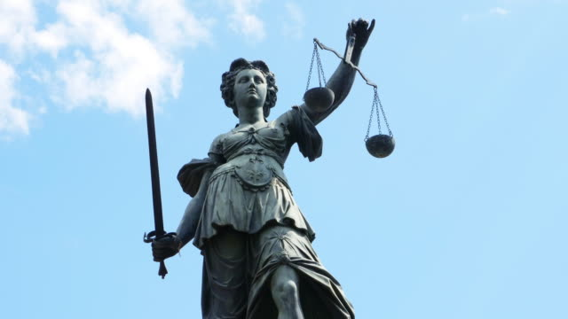 lady justice with scales and sword - sistema legale video stock e b–roll