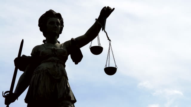 Lady Justitia, Real Time