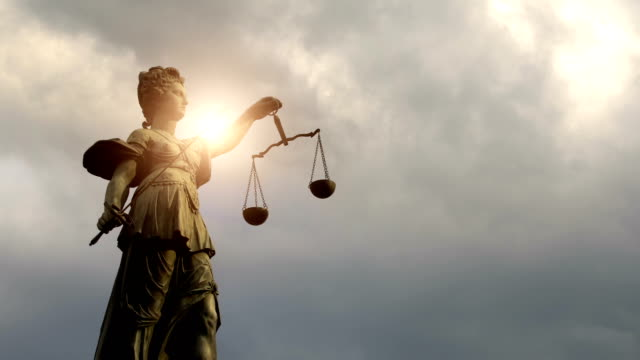 lady justitia with sun, time lapse - mitologia video stock e b–roll
