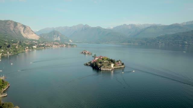 vídeos de stock e filmes b-roll de lago maggiore isola dei pescatori (stresa) - italia. - lago maggiore