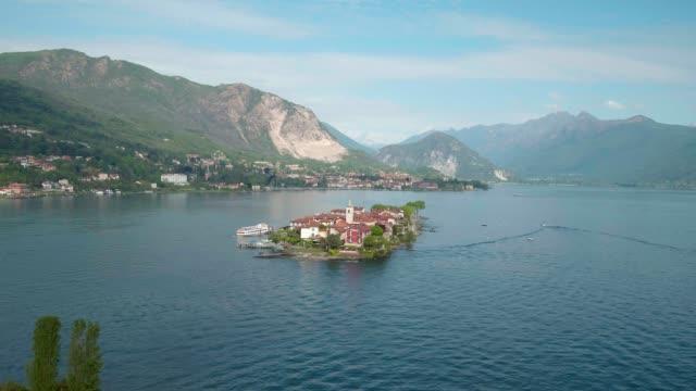 vídeos de stock e filmes b-roll de lago maggiore, isola dei pescatori (stresa) italia - lago maggiore