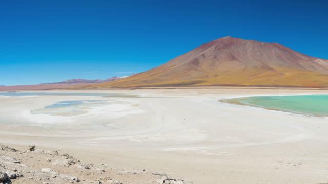 vidéos et rushes de laguna verde panorama, la cordillère des andes entre la bolivie et le chili - lac salé