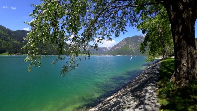 lake aachensee, tirol, austria, in spring - stato federato del tirolo video stock e b–roll