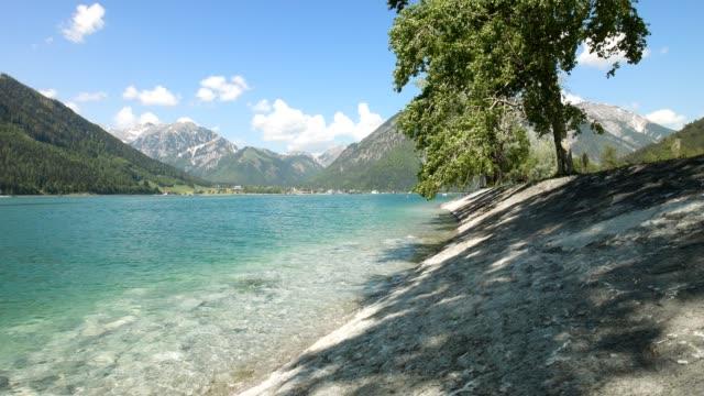 おり、アッヘン湖湖、チロル、オーストリア、春 - チロル州点の映像素材/bロール