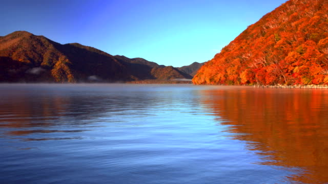 中禅寺湖、日本の秋の日の出 - 秋点の映像素材/bロール