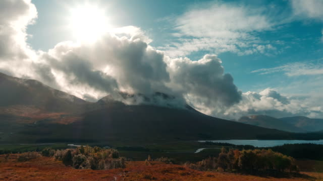 lake in a valley of glen coe in scotland in autumn - highlands scozzesi video stock e b–roll