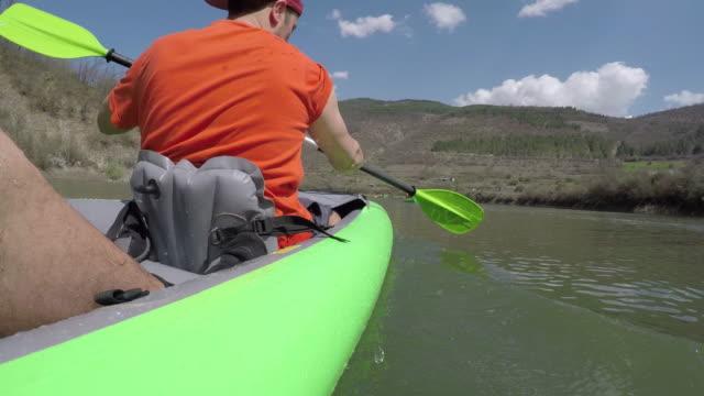 湖でのカヤック - 自然旅行点の映像素材/bロール