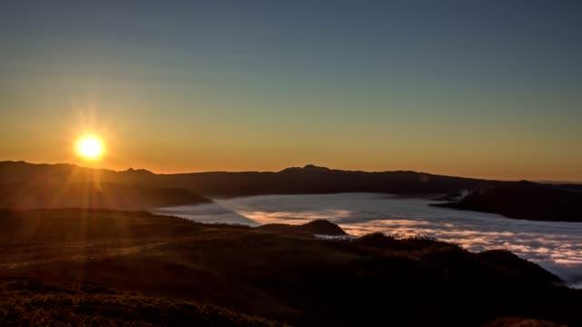 (4k 60fps) sjön kussharo, hokkaido, japan. - akan nationalpark bildbanksvideor och videomaterial från bakom kulisserna
