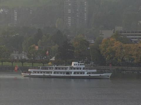 vídeos de stock e filmes b-roll de lago lucerna - embarcação comercial