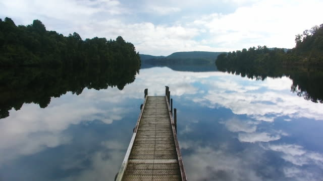 stockvideo's en b-roll-footage met lake mapourika wonderlust. - pier