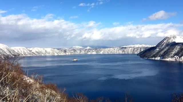 sjön mashu, i akan nationalpark, hokkaido, japan - akan nationalpark bildbanksvideor och videomaterial från bakom kulisserna