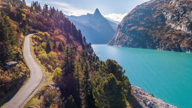 vídeos de stock e filmes b-roll de lake turquoise road mountains autumn zervreilasee switzerland aerial 4k - vale