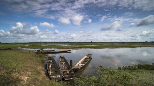 vidéos et rushes de lac avec des bateaux de pêche - lac reflection lake