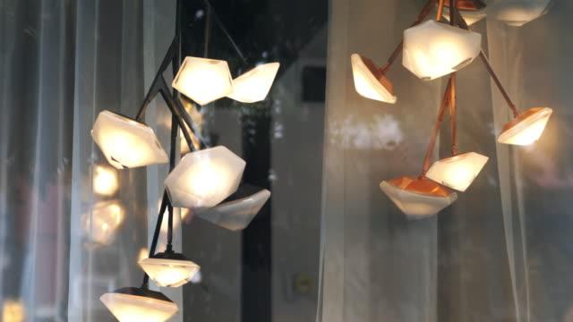lampe im haus - elektrische lampe stock-videos und b-roll-filmmaterial