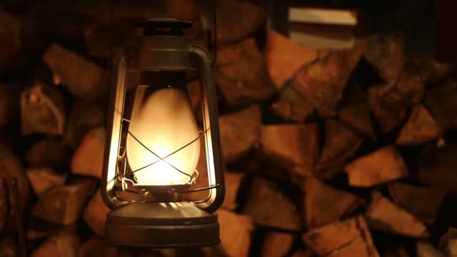 lamp kerosene lantern fire old - lanterna attrezzatura per illuminazione video stock e b–roll