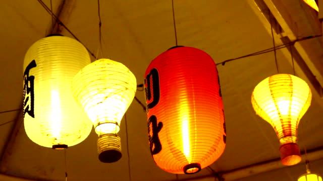 огни японский вешать - японский фонарь стоковые видео и кадры b-roll