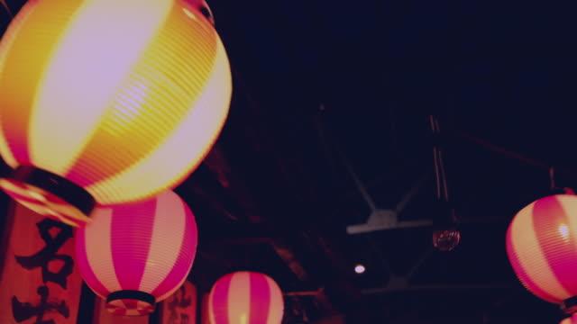 lamps japanese hanging - японский фонарь стоковые видео и кадры b-roll