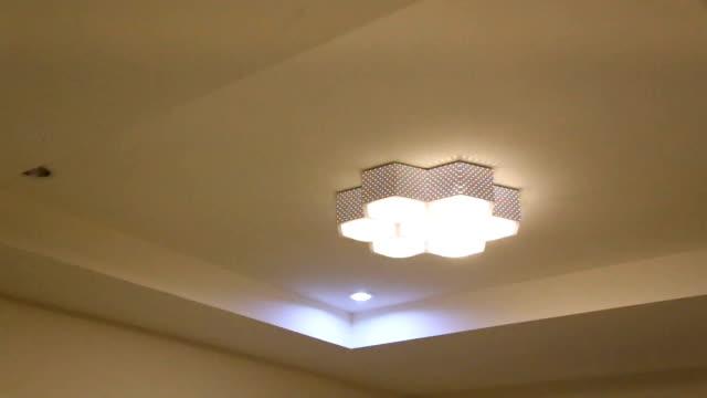 Lamps under voltage. video