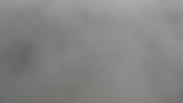 vídeos y material grabado en eventos de stock de aterrizaje avión volando por las nubes - pegajoso