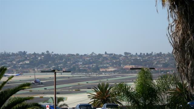 Landing airplane in California 4K video