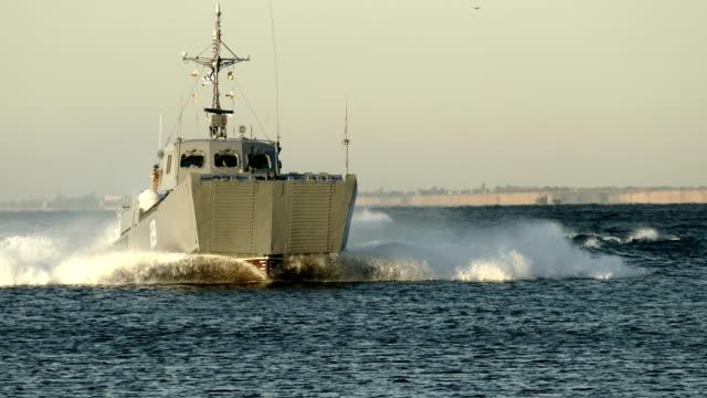 Bидео landing boat at sea