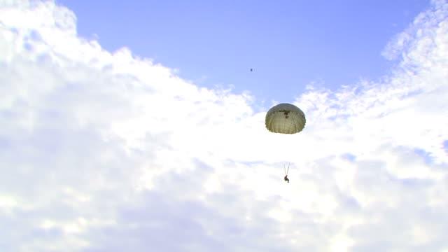 Landing parachute video