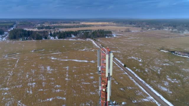 landskap flygfoto över det stora fältet i området - antenn telekommunikationsutrustning bildbanksvideor och videomaterial från bakom kulisserna