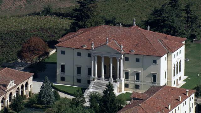 景観とヴィラパドヴァ-航空写真近くのベネト通り、パドヴァ、アバノテルメ,イタリア - 別荘点の映像素材/bロール