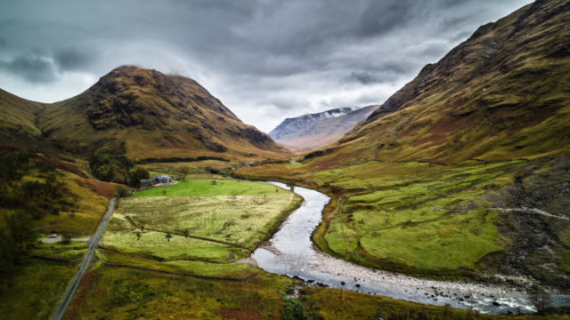 AERIAL: Landschaft in Schottland - Glen Etive – Video