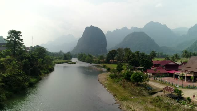 landscape mountain of vang vieng village with limestone mountains, laos - cambogia video stock e b–roll