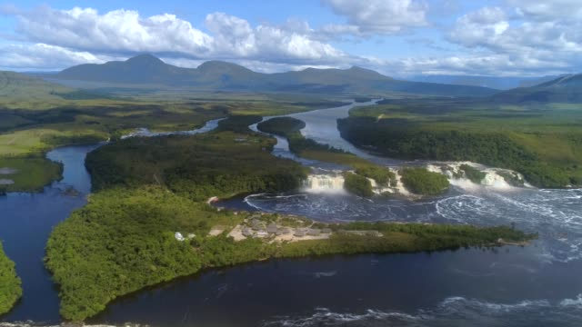 landscape of canaima national park - spektakularny krajobraz filmów i materiałów b-roll