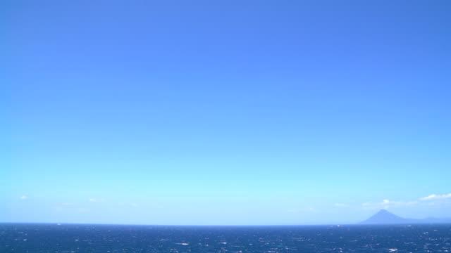 vídeos de stock e filmes b-roll de landscape of seascape at kagoshima prefecture in japan - céu claro