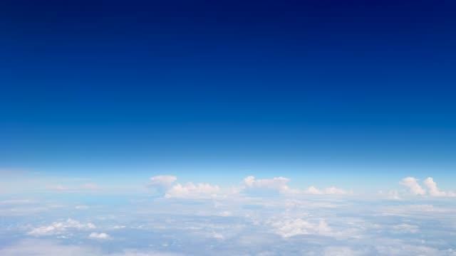 vídeos de stock, filmes e b-roll de paisagem de céu claro - céu claro