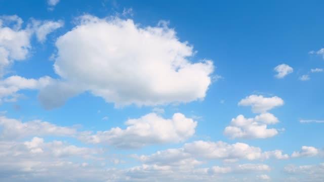 vídeos de stock, filmes e b-roll de paisagem do céu claro - largo descrição geral