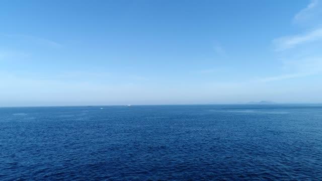 vídeos de stock e filmes b-roll de landscape of the sea - linha do horizonte sobre água