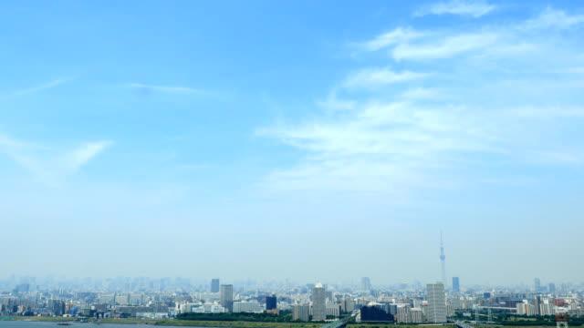 vídeos de stock, filmes e b-roll de paisagem da cidade de tóquio - céu claro
