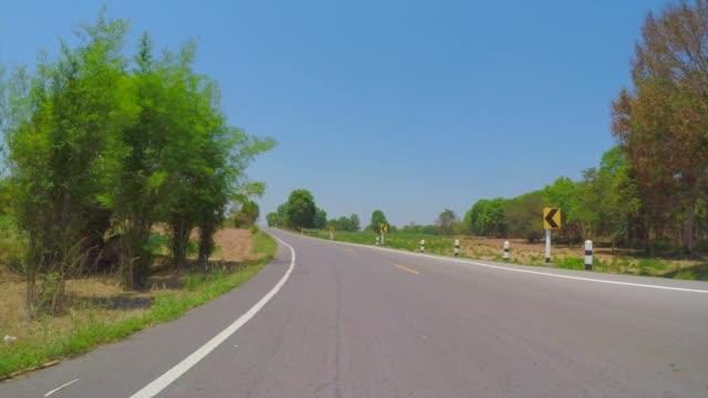 vídeos de stock, filmes e b-roll de paisagem na rota 229, província de khon kaen, tailândia - nordeste