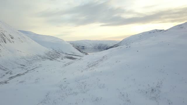 vídeos de stock e filmes b-roll de landscapes of the lofoten islands in norway - noruega