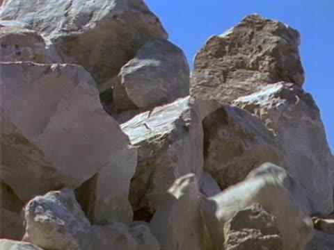 landslide 02 - kayaç stok videoları ve detay görüntü çekimi