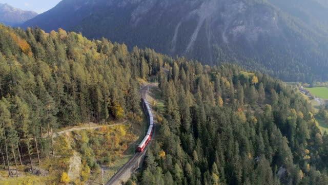 stockvideo's en b-roll-footage met landwasser-viaduct tunnel op bernina pass glacier express in zwitserland - zermatt