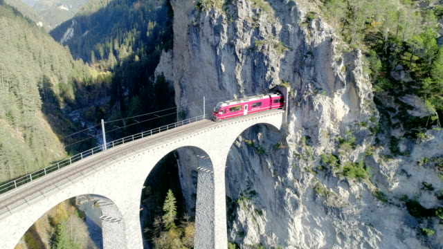 stockvideo's en b-roll-footage met landwasserdal viaduct tunnel op bernina pass glacier express in zwitserland - wallis
